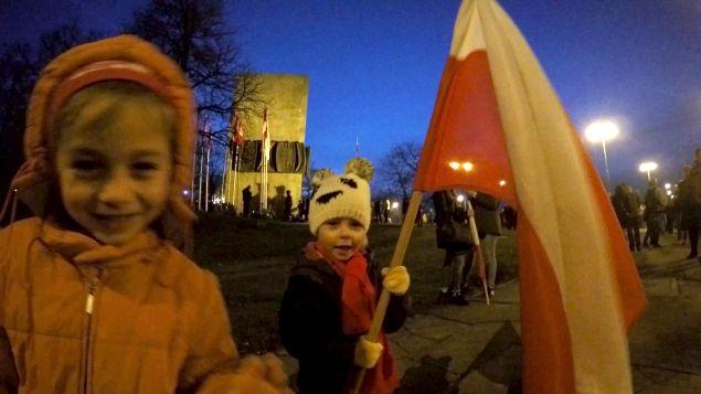 rocznica Powstania Wielkopolskiego - dzieci z flagą
